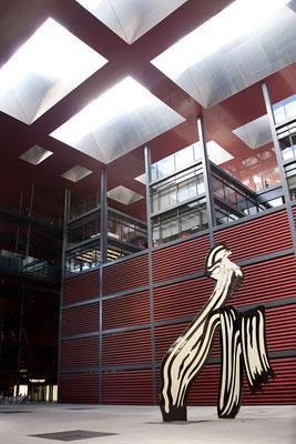 24.09. Das Reina Sofía ist auch architektonisch interessant.