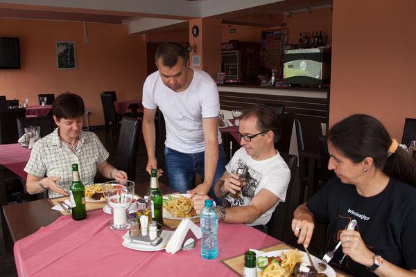 13.6. In Dubova essen wir sehr gut.