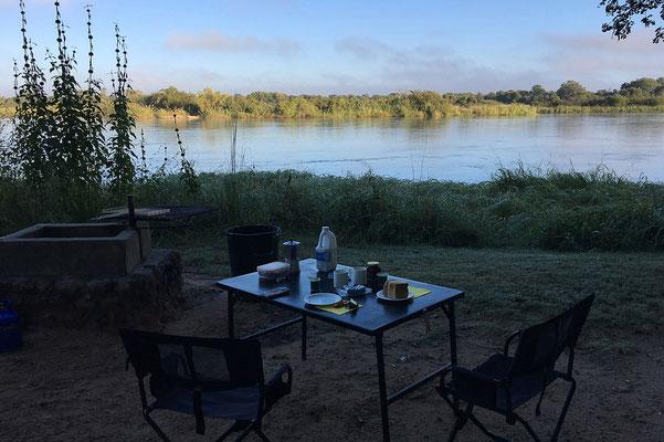 26.4. Nunda River Lodge; gemütliches Frühstück.