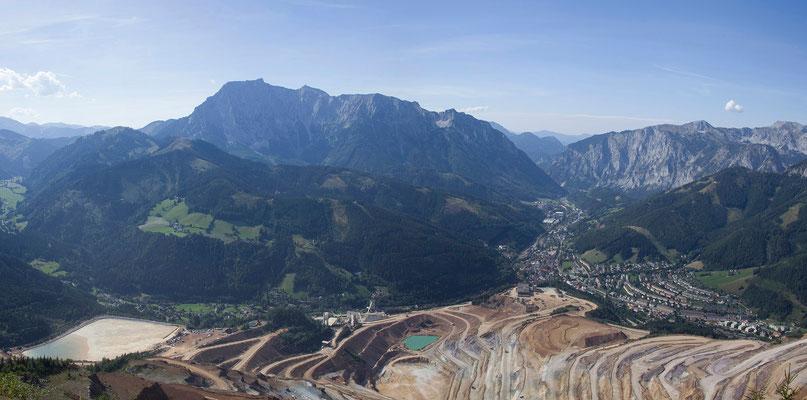Erzbergwanderung - Aussicht vom Gipfel (1465m) auf Eisenerz