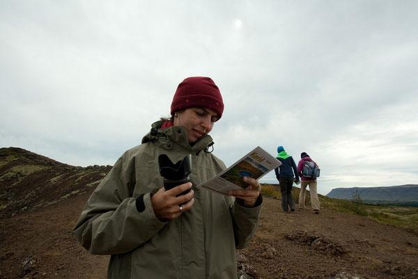14.8. Das Oval des Kraters Kerið mißt ca. 270 x 170 m und ist 55 m tief.