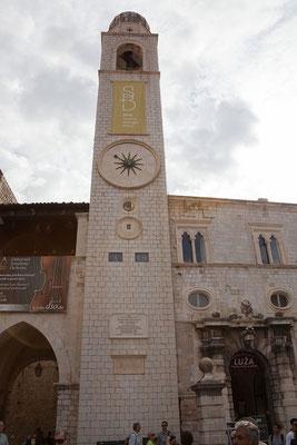 21.09. Dubrovnik - Der 1444 erbaute Uhrturm ist das auffälligste Bauwerk des Luža Platzes.