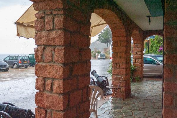 2.6. Allerdings erwischt uns in Porto ein heftiges Gewitter, ...