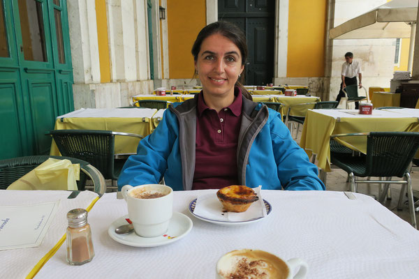 18.09. Kleine Stärkung im Café Martinho da Arcada, dem Stammcafé Fernando Pessoas