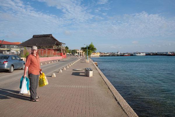 Kralendijk - Hafenpromenade