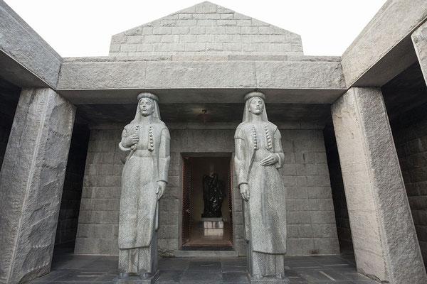 8.9. Das Mausoleum ist der höchstgelegene Grabtempel der Welt.