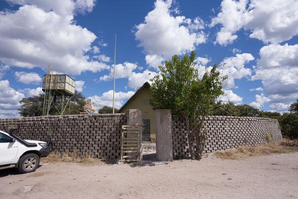 05.05. Chobe NP - Savuti Campsite; elefantensichere Sanitäreinrichtungen.