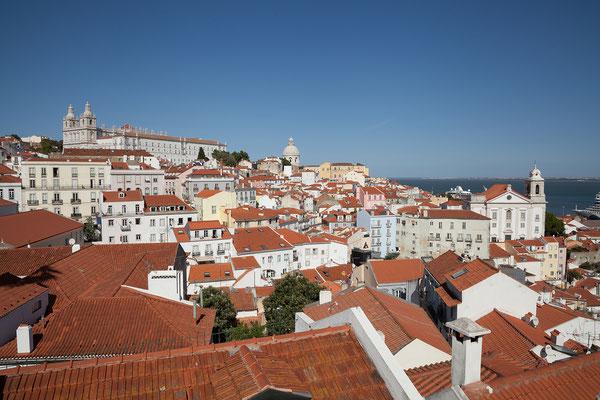 15.09. Blick vom Miradouro Portas do Sol auf das Mosteiro São Vicente de Fora