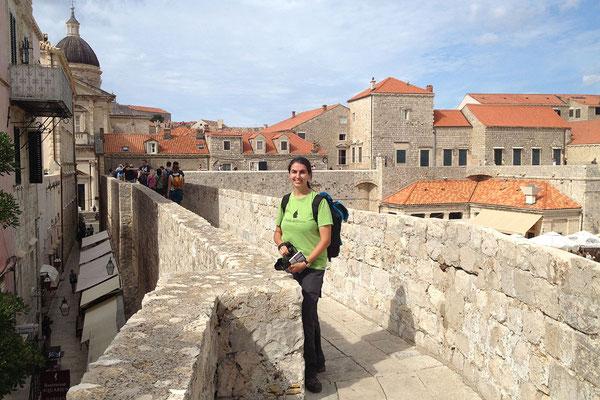 21.09. Dubrovnik - Mit 1940 m Länge, fünf Festungen und 16 Türmen und Bastionen zählt die Stadtmauer zu den best erhaltenen Festungswerken Europas.