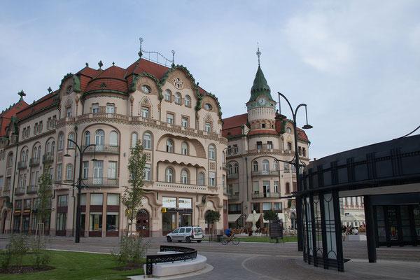 11.6. Oradea: Das Palais Schwarzer Adler/Palatul Vulturul Negru aus 1907-1909 ist eines der schönsten Gebäude der Stadt.