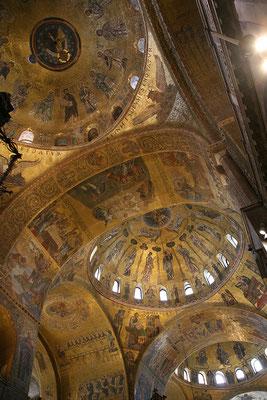 13.09. San Marco: dank online Ticket sind wir schnell im Inneren der berühmten Kirche!
