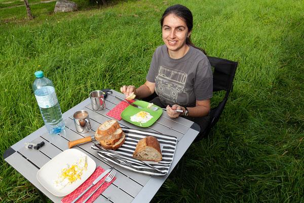 28.05. Frühstück am Camping La Pietra, Marine de Pietracorbara