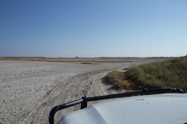 13.05. Nxai Pan NP, immer schön am Rand entlang ...