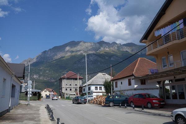 14.9. In Gusinje erwartet uns eine angenehm entspannte Atmospäre.