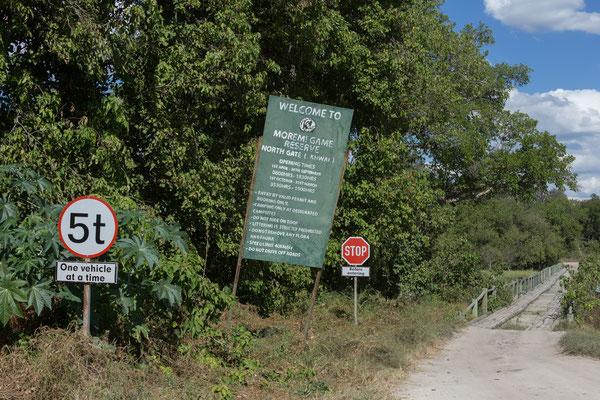 07.05. Die Moremi Game Reserserve wurde 1963 ausgerufen und umfasst etwa 5000 qkm im Ostteil des Okavangodeltas.
