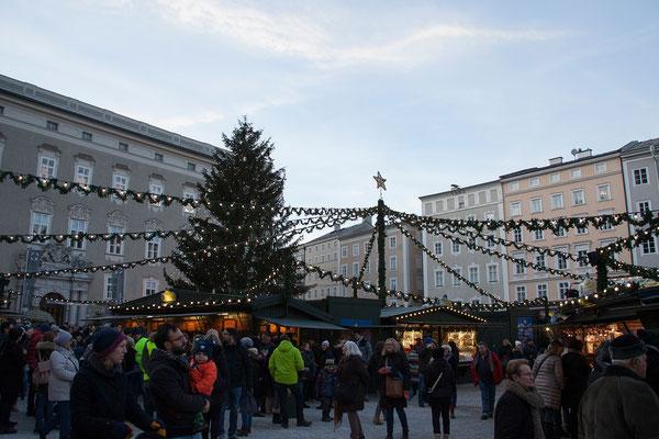 Weihnachtsmarkt am Dom- und Residenzplatz