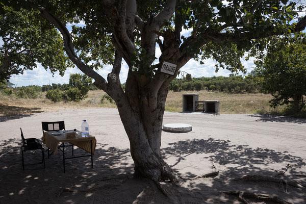 05.05. Chobe NP - Savuti Campsite; unsere Campsite namems Paradise bietet einen tollen Blick auf den (trockenen) Savuti Channel.