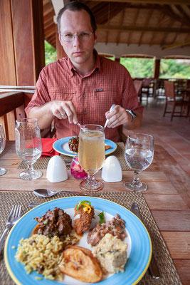 Im Belmont Estate essen wir ausgezeichnet und sehen uns dann den Betrieb an.