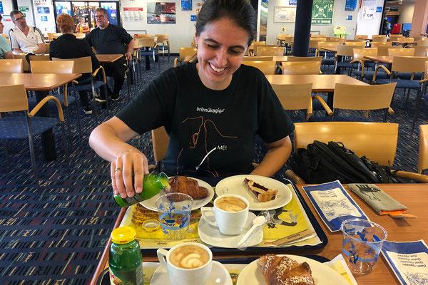 27.05. Frühstück an Bord der Moby Vincent
