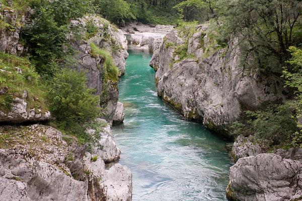 17.06. In der Nähe von Kamp Klin bildet die Soča eine hübsche Schlucht.