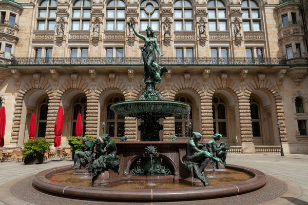 22.06. Hygieia Brunnen im Rathaushof