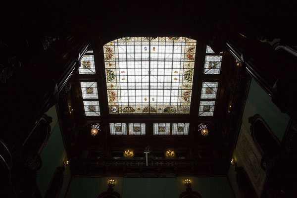 09.06. Peleș: Das Glasdach der Ruhmeshalle konnte schon damals elektrisch geöffnet werden.