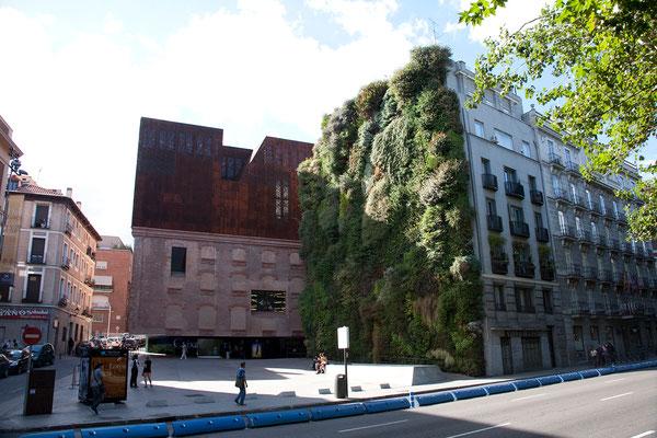 24.09. Paseo del Prado: Caixaforum mit begrünter Fassade