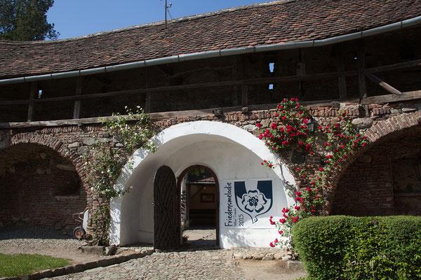 12.06. Cisnădie: die romanische Kirche aus dem 13. Jh. wurde nach einem verheerenden Osmanen-Einfall 1493 in eine befestigte Kirchenburg verwandelt.