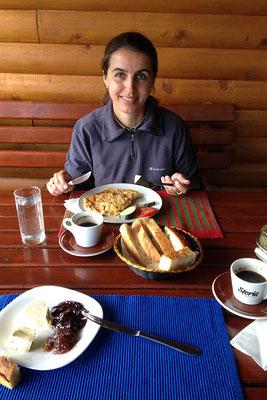 6.9. Zum Frühstück erfreuen uns türkischer Kaffee und Omelette.