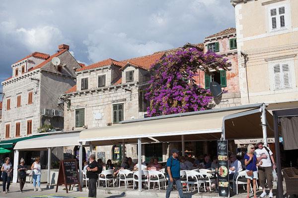 20.09. Während des Kroatienkrieges bzw. der Schlacht um Dubrovnik 19912 wurde Cavtat u.a. auch vom Meer aus beschossen bzw. später durch die jugoslawische Volksarmee kontrolliert.