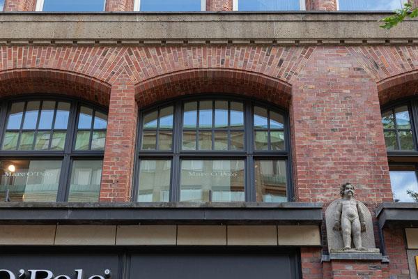 22.06. Fassade in der Mönckebergstraße
