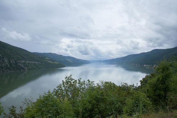 13.6. Unterteilt wird der Donaukessel in den kleinen Kessel / Cazanele Mici und in den großen Kessel / Cazanele Mari (hier im Bild).