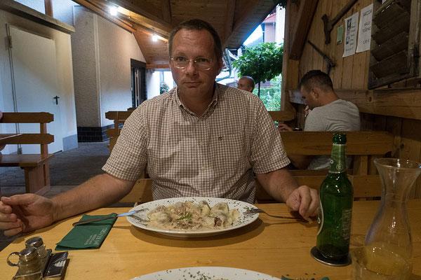13.08. Zum Abendessen im Pri Kumru in Ljubno gibt es žlinkrofi mit Pilzen.