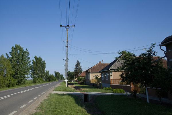 30.05. Über den winzigen Grenzübergang Vállaj gelangen wir nach Rumänien.