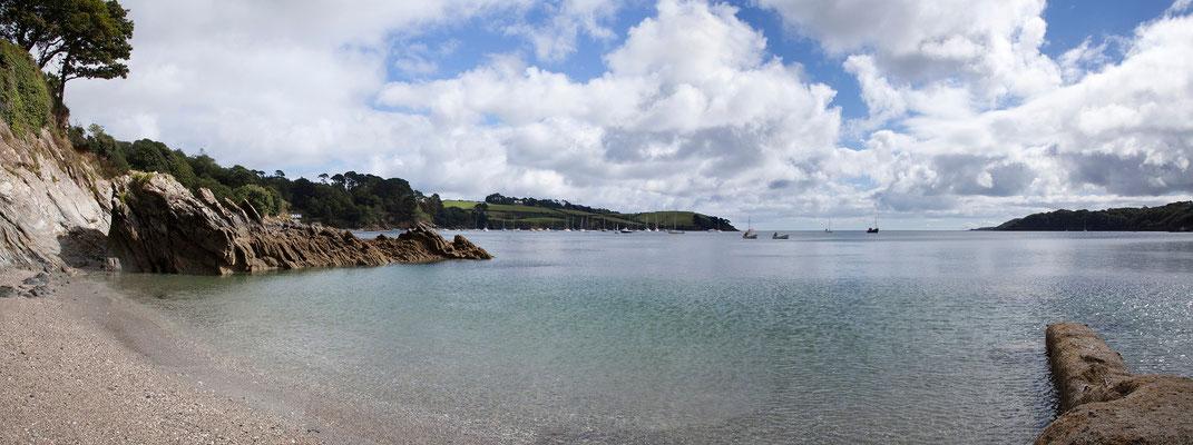 09.09. Am Ende der Schlucht erreicht man einen schönen Strand am Helford River.