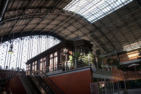 24.09. Im nahen Atocha Bahnhof kaufen wir unsere Zugtickets nach Toledo.