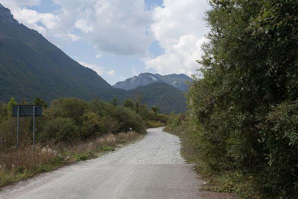 14.9. Über den Grenzübergang Guci - Vermosh/Bashkim gelangen wir nach Albanien.