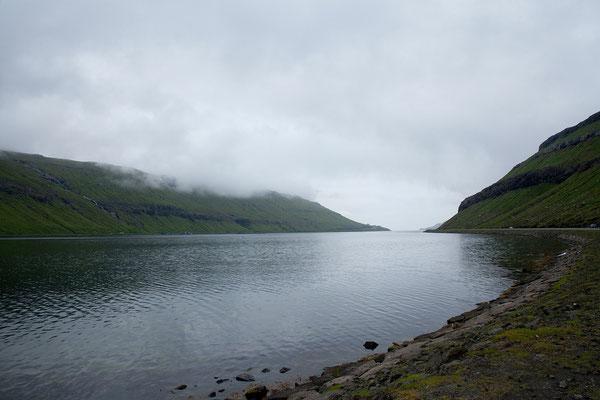28.7. Färöer Inseln - wir verlassen Tórshavn nachdem wir uns mit Lebensmitteln und Bargeld versorgt haben.