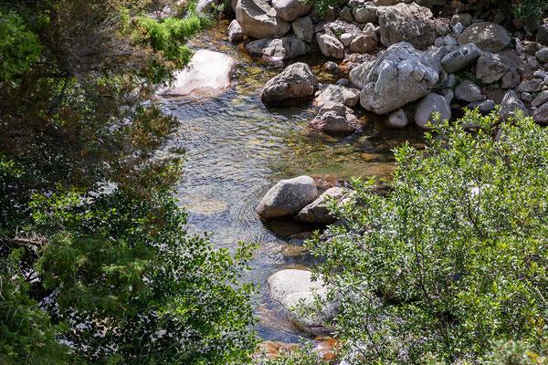 2.6. Am Fluss etwas unterhalb des Örtchens Ota legen wir einen (Foto)stopp ein.
