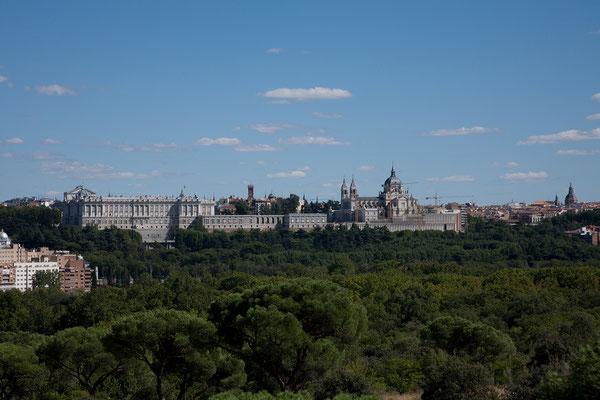 25.09. Blick auf den Königspalast und La Almudena.