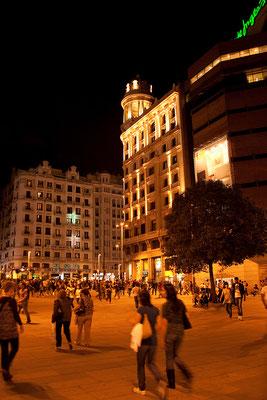 24.09.  Der Tag endet mit einem leckeren Essen und einem Spaziergang durch das nächtliche Madrid.