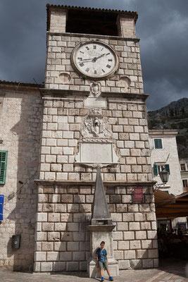 18.9. Der Hauptplatz wird vom Uhrturm (gradski toranj) dominiert, der 1602 auf Initiative des venezianischen Verwaltungsgenerals errichtet wurde.