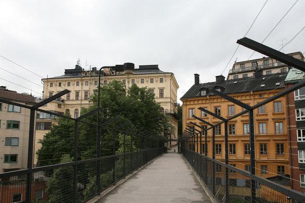 Der Aufzug Katarinahissen bringt uns in den etwas höher gelegenen Stadtteil Södermalm