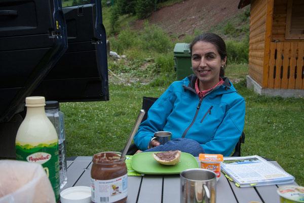 18.06. Frühstück am Campingplatz in Gârda de Sus
