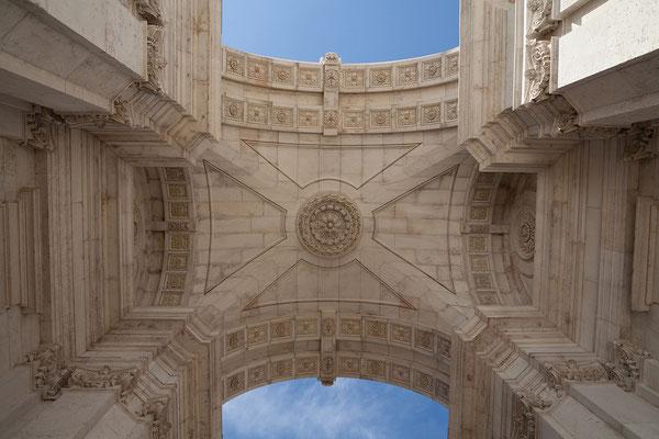 14.09. Durch den Arco da Rua Augusta gelangen wir ins Zentrum des Baixa Viertels