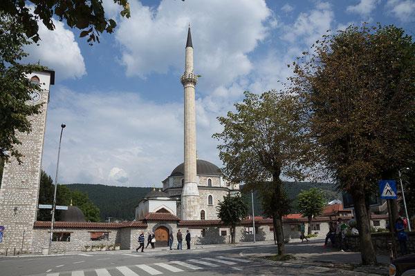 12.9. Das 5 km von der serbischen Grenze liegende Pljevlja ist die drittgrößte Stadt Montenegros. (Hussein-Pasha-Moschee)