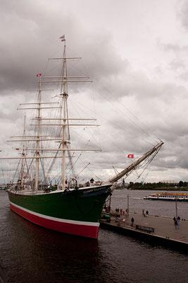 22.07. Mit der U-Bahn fahren wir zum Hafen und besichtigen das Museumsschiff Rickmer Rickmers.