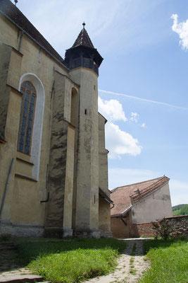 15.6. Biertan - Die gotische Hallenkirche (die keinen Turm besitzt) wird umgeben von drei Ringmauern, sechs Türmen mit Pyramidendach, zwei Türmen mit Pultdach sowie von einer Bastei.