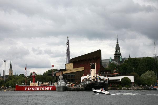 Mit der Fähre fahren wir nach Skeppsholmen, Blick auf das Vasamuseum