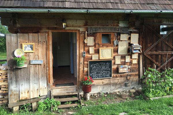 18.6. Breb, Camping Babou Maramureş - Matthijs und Eveline haben hier auf einem ehemaligen Bauernhof ein kleines Paradies errichtet.